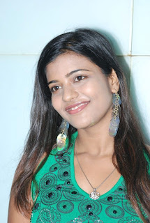 kalaignar tv anchor aishwarya 13