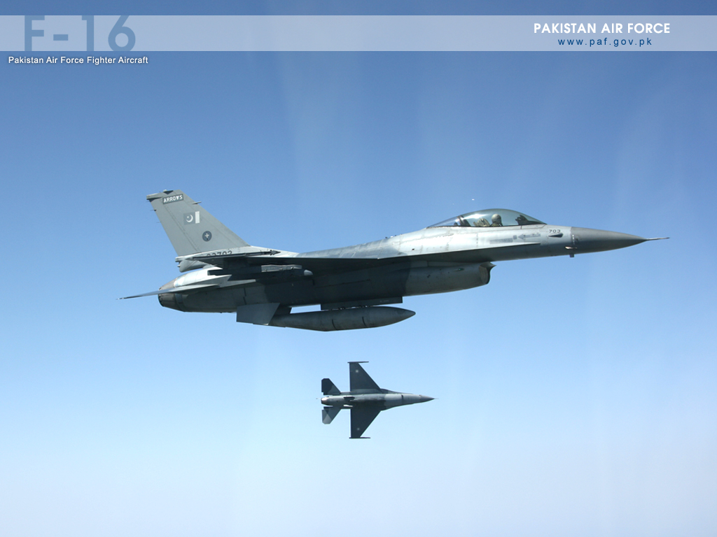 Pakistan Air Force F-16 Maneuvering Wallpaper