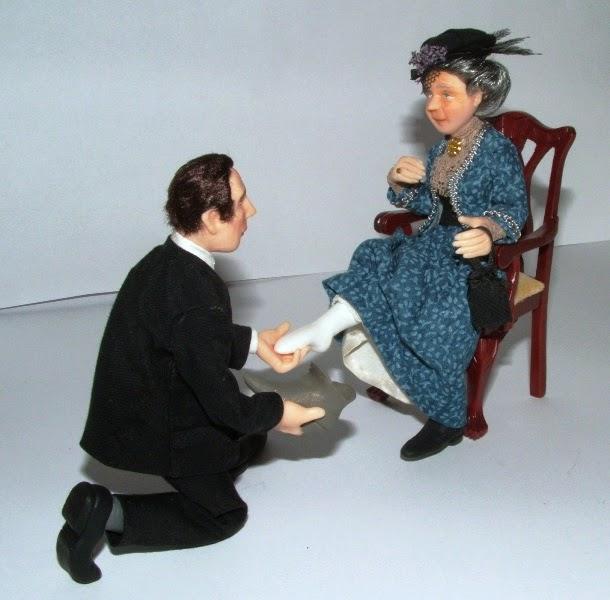 Hombre ofreciendo un zapato a una dama.