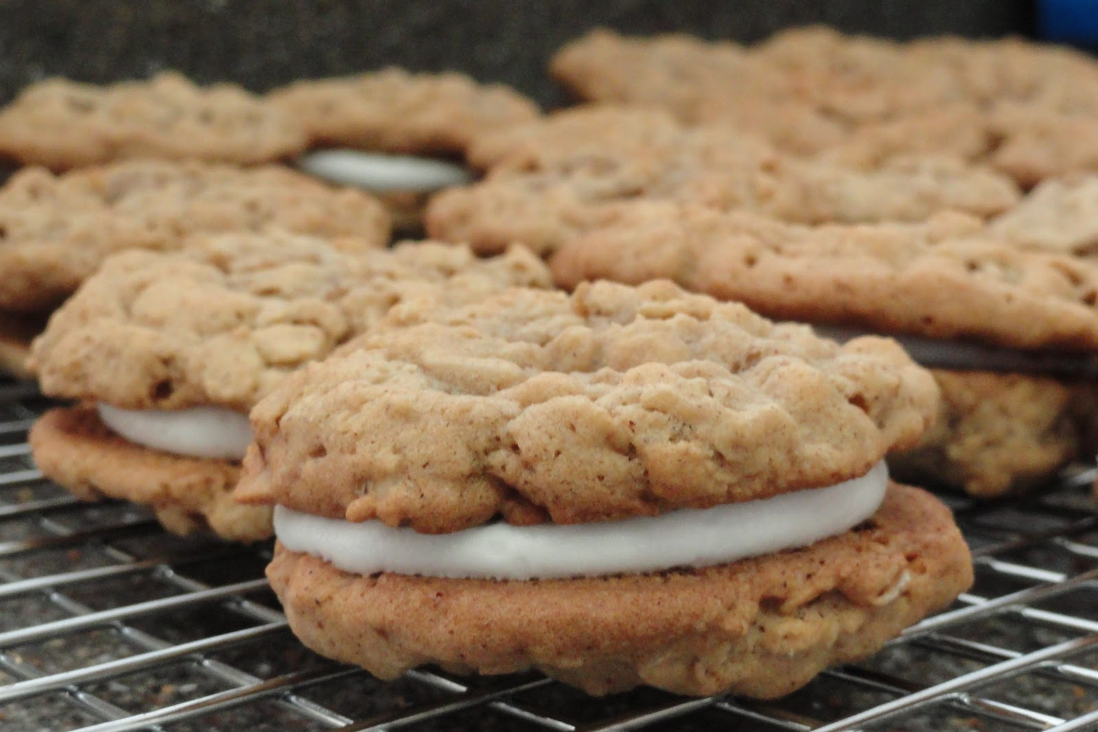 Musings of a Cul-de-Sac Mom: Homemade Oatmeal Cream Pies