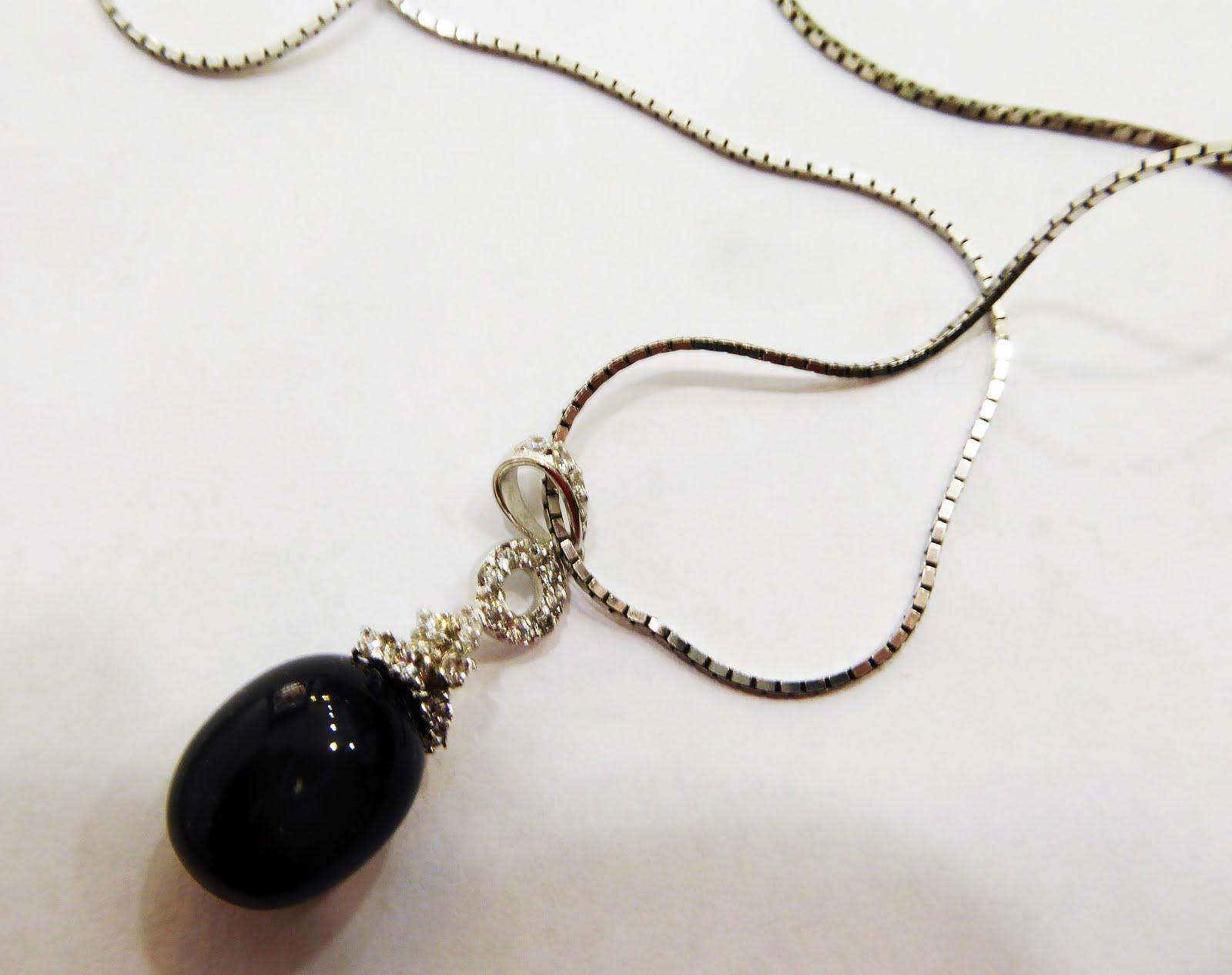 Gargantilla de plata con colgante de piedra negra natural y circonitas