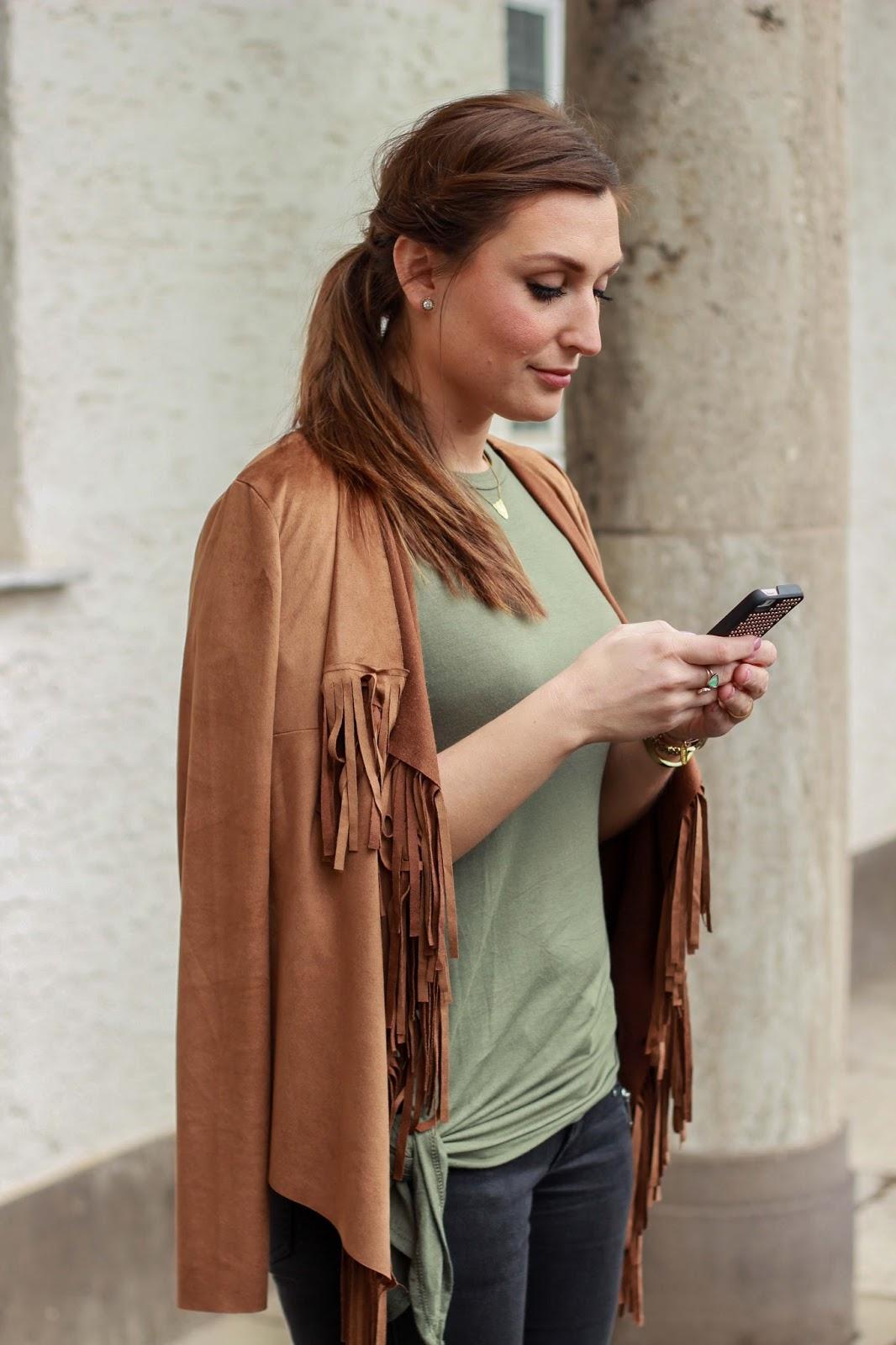 Fransenweste Fransen Wildlederjacke Wedges Streetstyle Modeblog