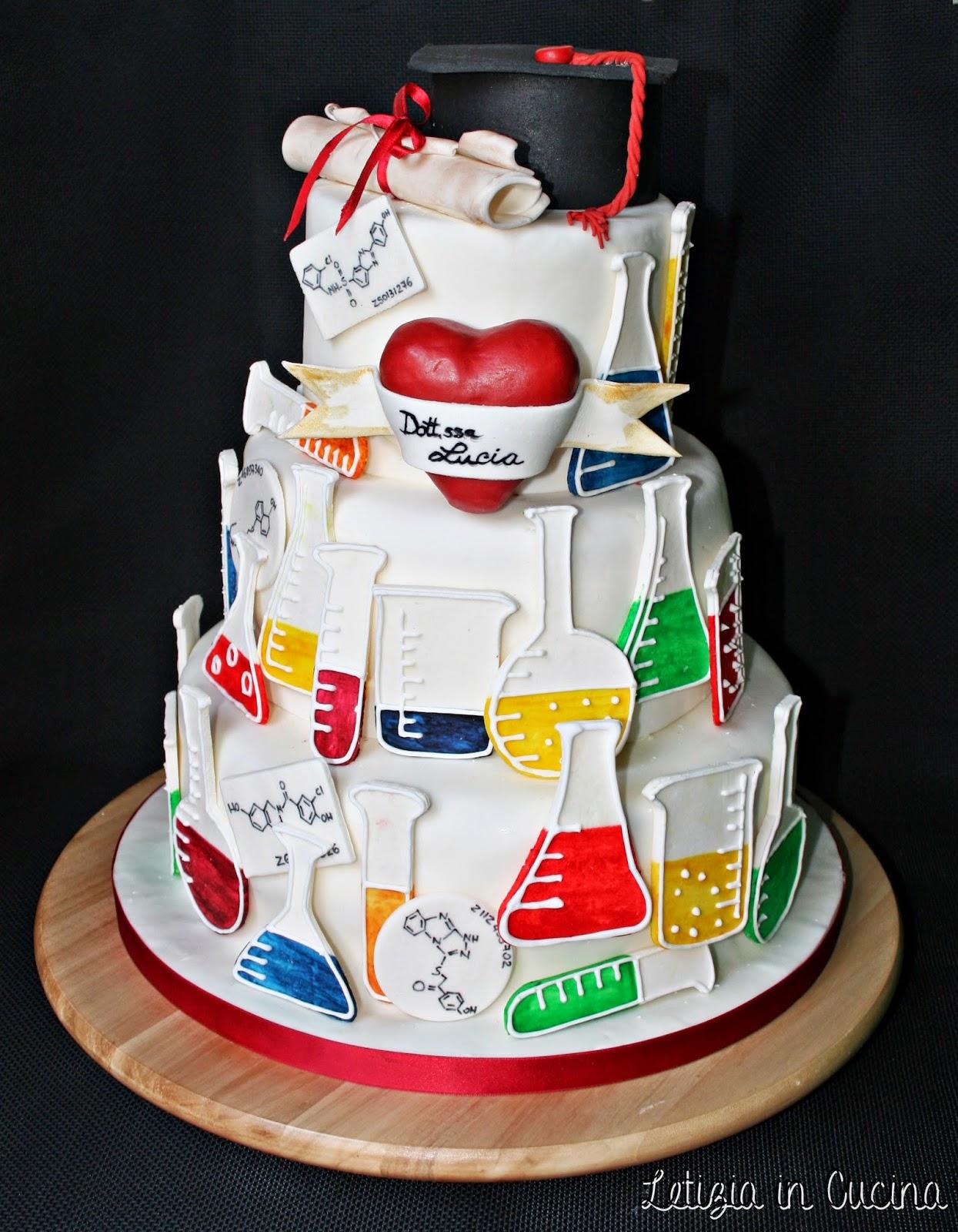Cake Design In Kl : Letizia in Cucina: Torta Laurea Lucia (2)