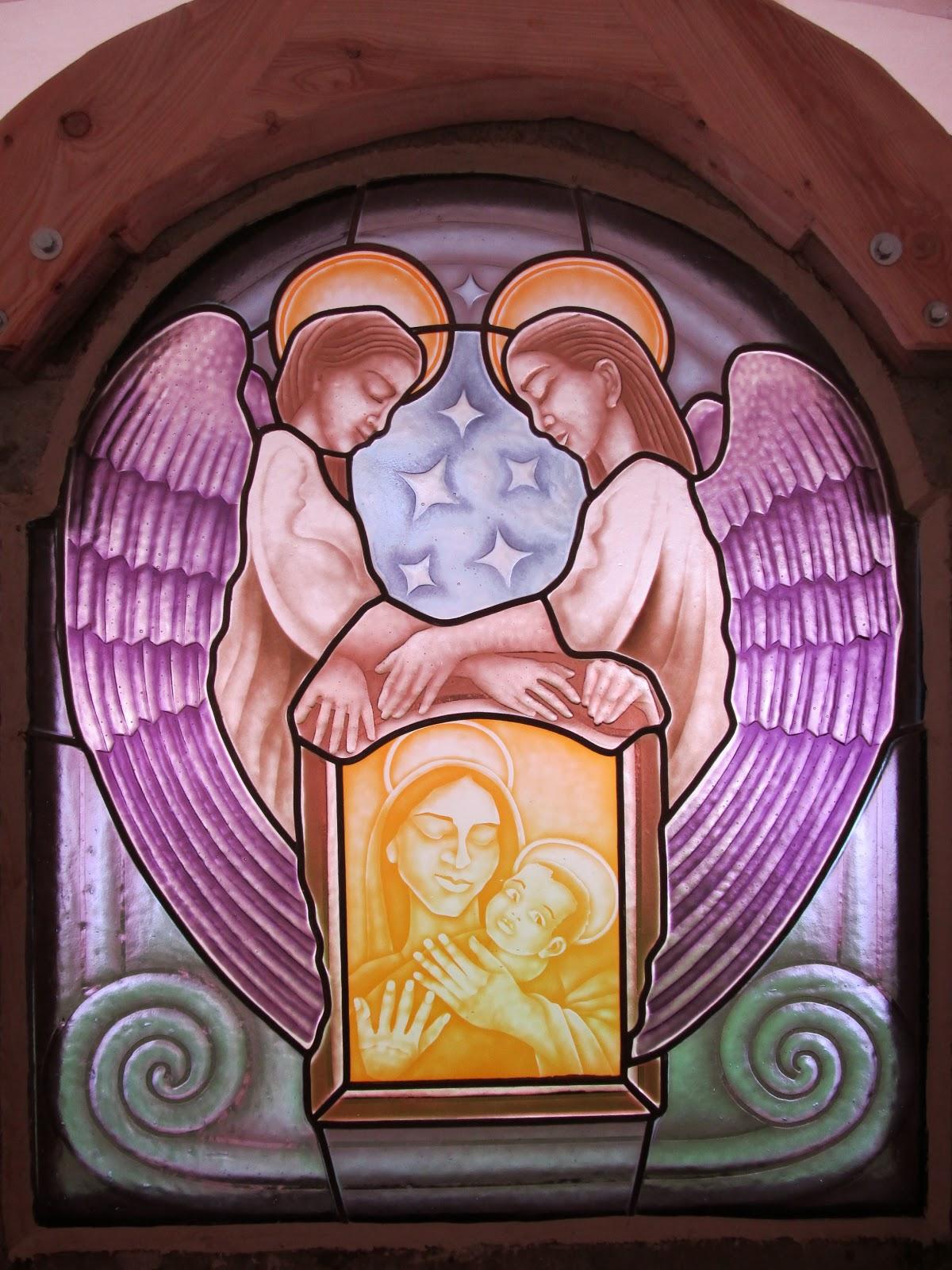 Vitráž v kostele - oltář