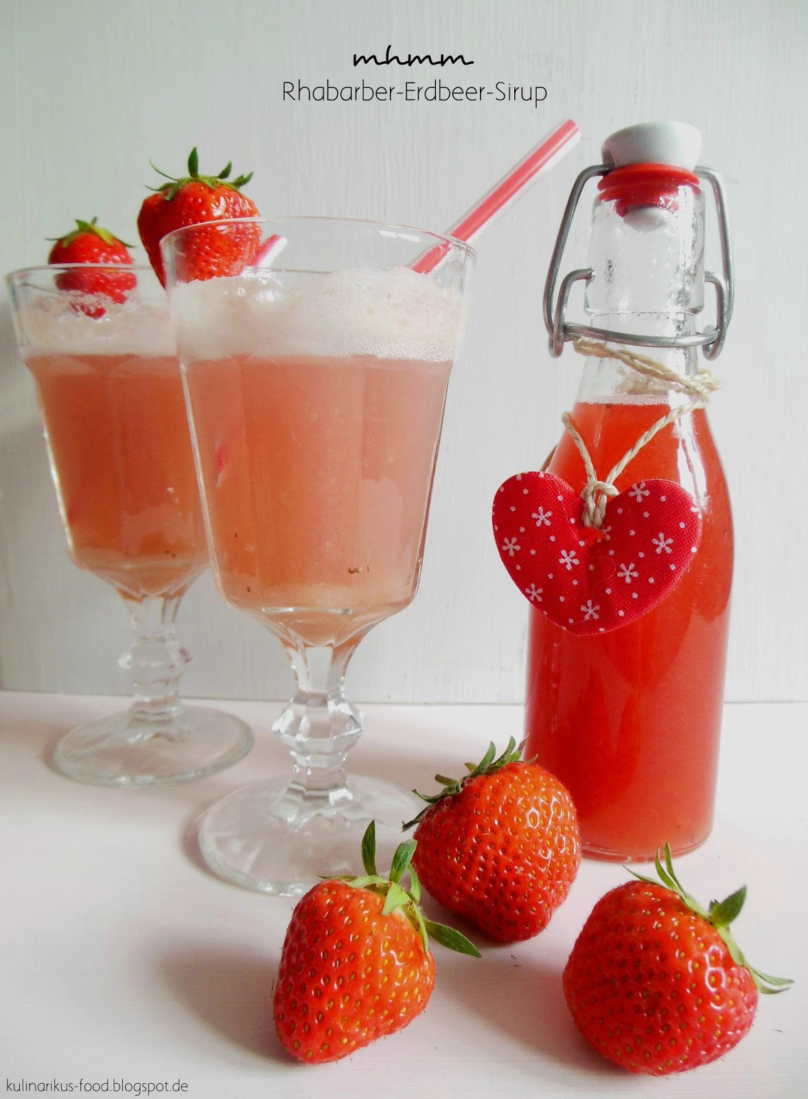 kulinarikus lasst uns den sommer genie en fruchtig frischer rhabarber erdbeer sirup. Black Bedroom Furniture Sets. Home Design Ideas