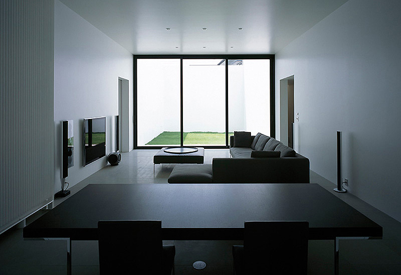 T house una casa minimalista con cinco patios del for Interior casa minimalista
