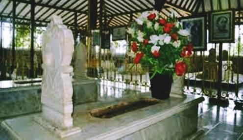 Gambar foto batu nisan di Makam RA Kartini