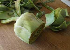Pelar las alcachofas.