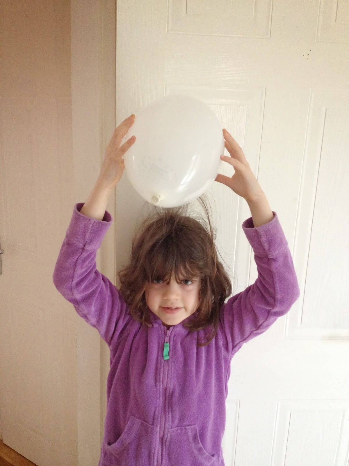 image linked from Emma's Science Blog: Emma does an experiment with static electricity, April 2014