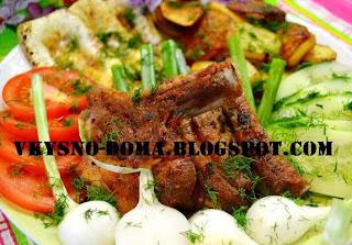 Свиные рёбрышки с картофелем и овощами