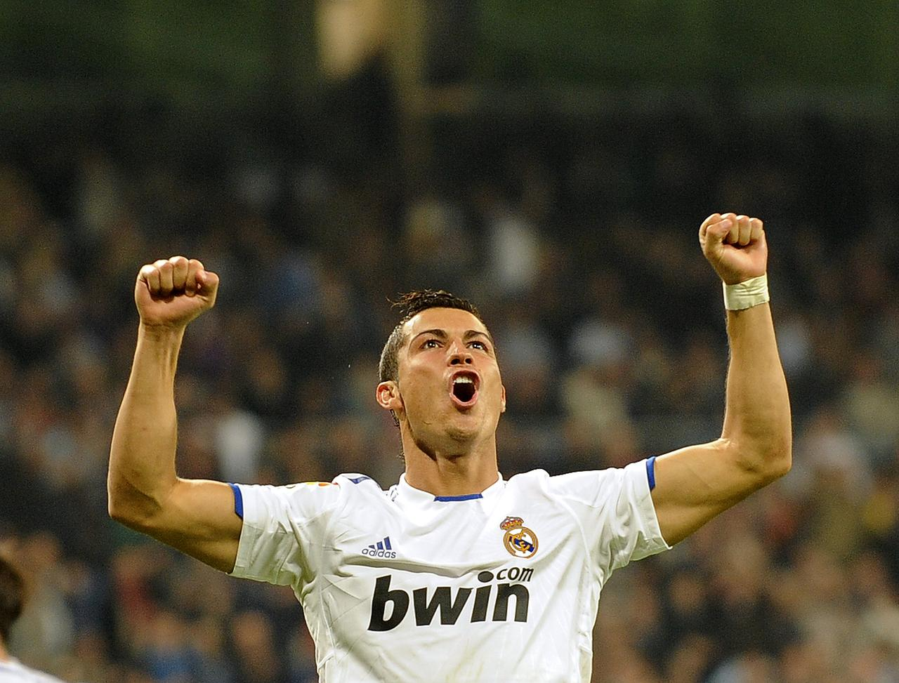 http://1.bp.blogspot.com/-2dhxPT7Svf0/TwxygIjvAkI/AAAAAAAAHy0/r4vtI63yN9M/s1600/Cristiano-Ronaldo-Real-Madrid-Celebration-Goal-Photos.jpg