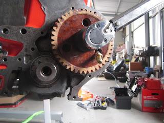 Thightening the 36 mm K camshaft bolt Volvo 122S