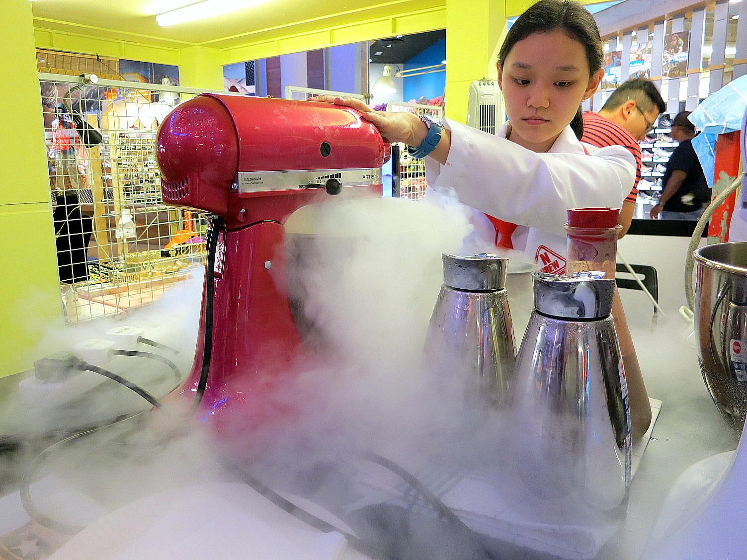 Eat Drink KL: Liquid Nitrogen Ice Cream @ N Brew, E@Curve