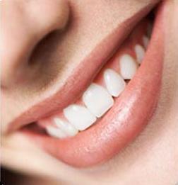 أفضل وأسهل طريقة لتبييض الأسنان - اسنان ناصعة البياض