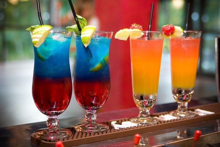 Orzeźwiające drinki bez alkoholu na imprezę