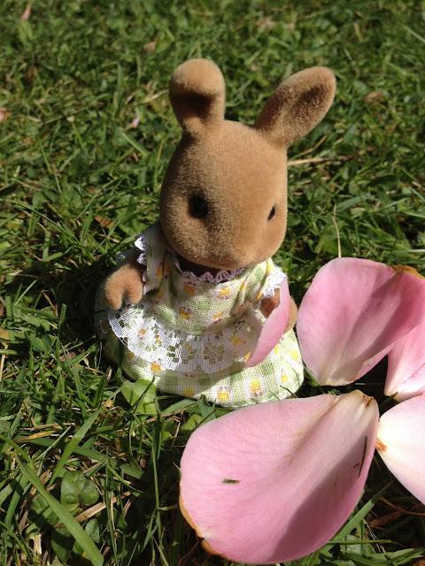 Sylvanian Families Flower Petals Dappledawn Rabbit