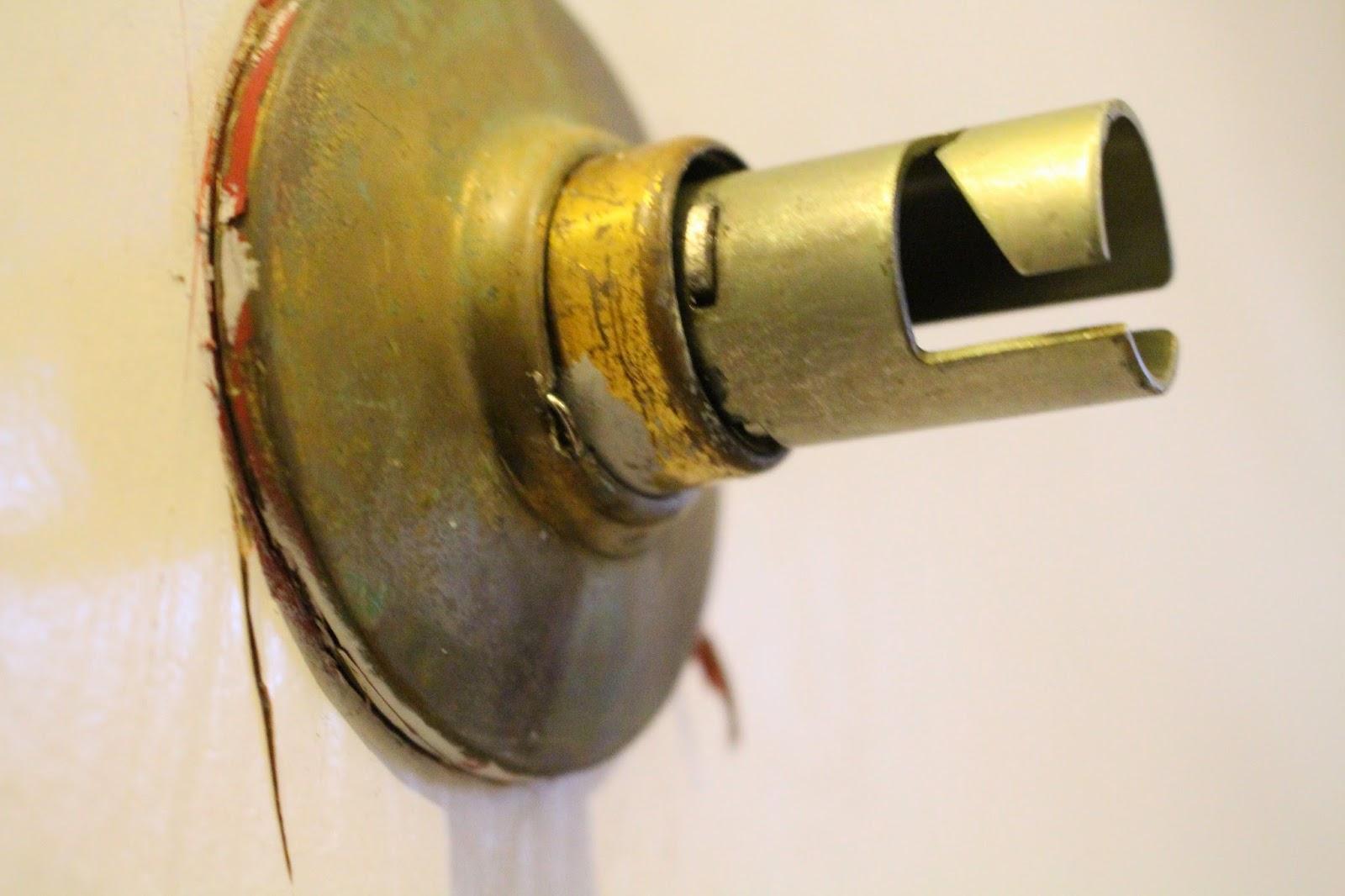 Life On Elizabeth: How to Remove an Old Door Knob