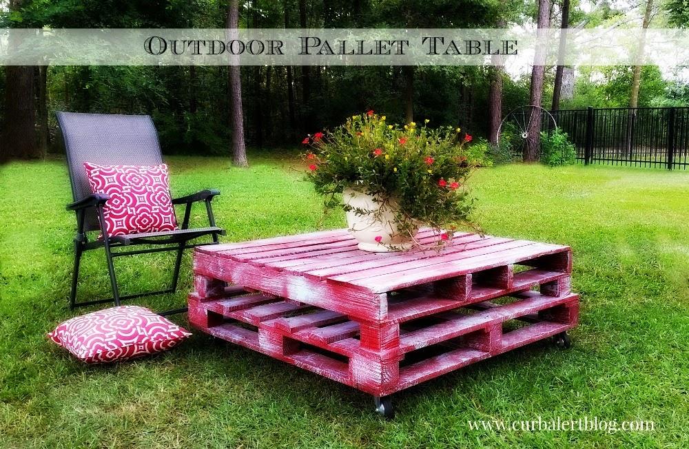 Cute DIY Outdoor Pallet Patio Table via Curb Alert Blog curbalertblog