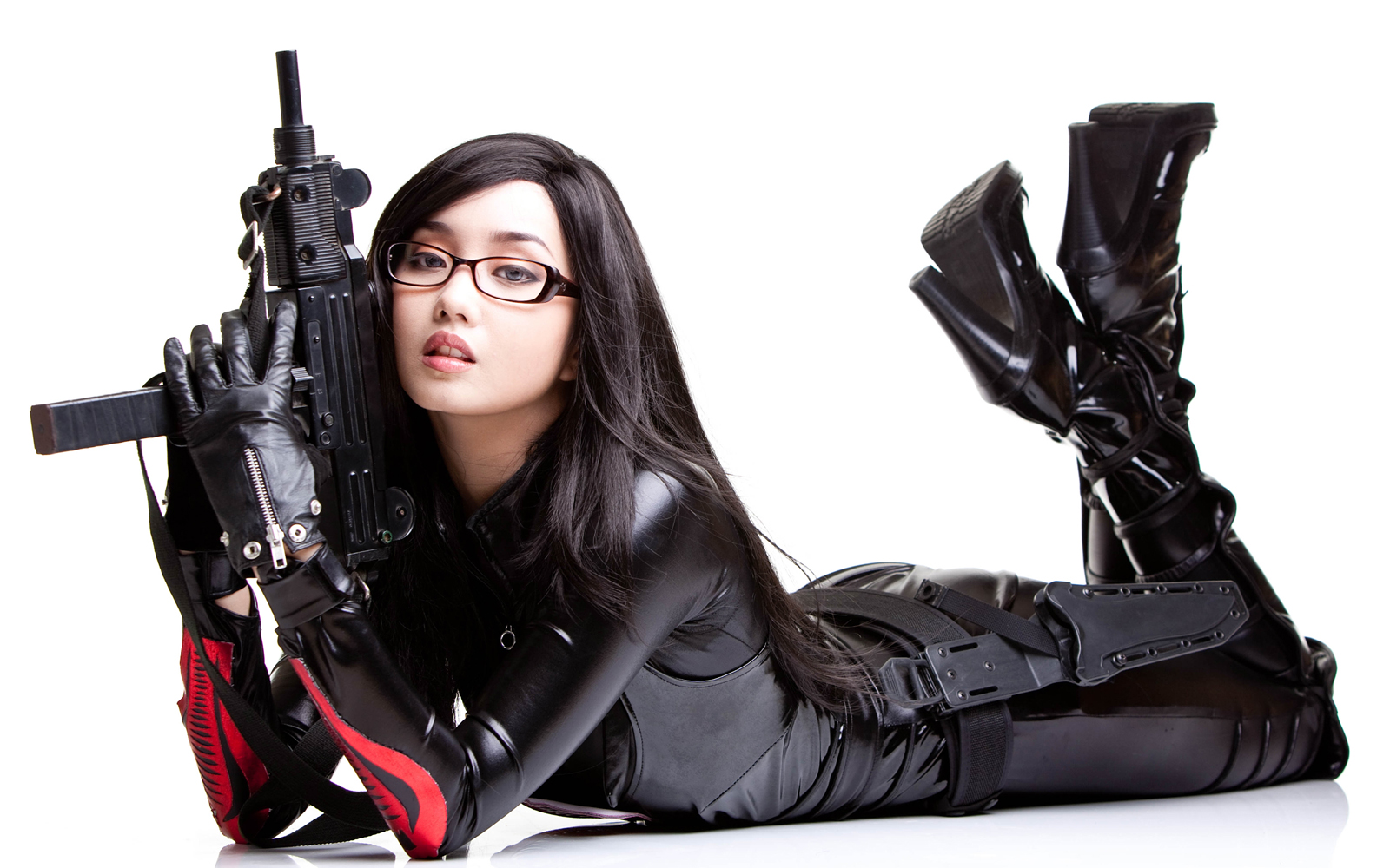 http://1.bp.blogspot.com/-2eUazp0rF4A/Tn-OGjNKIQI/AAAAAAAADTU/nI3ikhDts00/s1600/Uzi_Girls_With_Guns_Asian_Theme_Desktop_Wallpapers_Vvallpaper.net.jpg