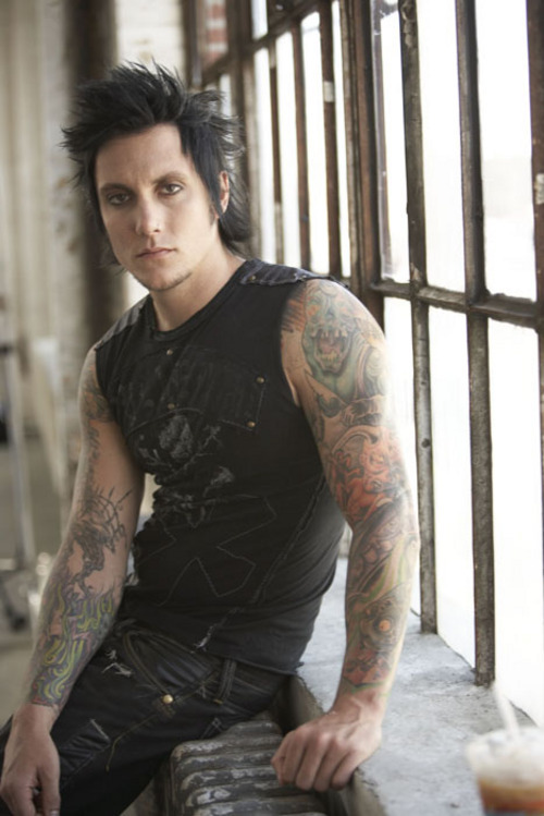 Deep in our soul, a quiet ember (Adeline) Synyster+Gate+-+gosipgambar%255Bdot%255Dblogspot%255Bdot%255Dcom+01