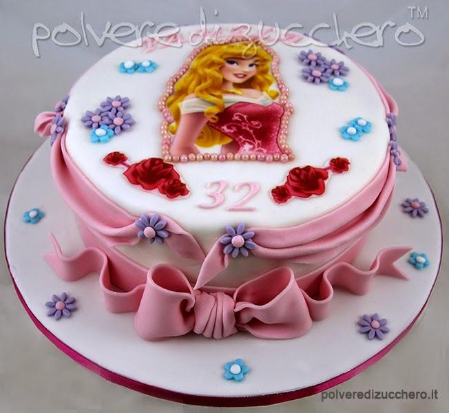 torta decorata: principessa (aurora) in pasta di zucchero