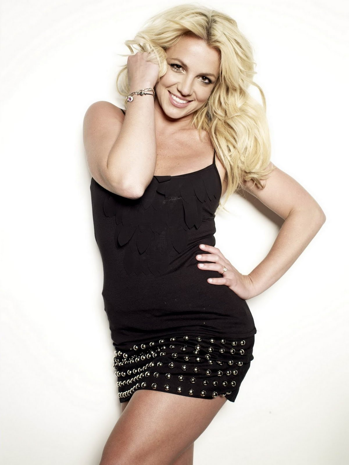 http://1.bp.blogspot.com/-2emSxmNI6Jg/ToaKeGUdN0I/AAAAAAAAAdc/wqj0hSLal64/s1600/Britney+Spears+in+black+mini+dress+for+Cosmo+%25288%2529.jpg