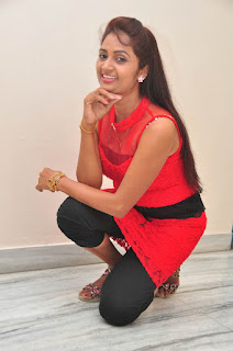 Kaveri Glam pics at Andala chandamama 030.jpg
