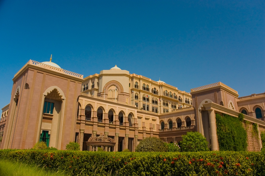 Hd wallpapers emirates palace hotel in abu dhabi uae for Home wallpaper uae