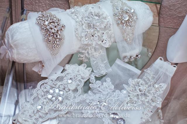 Brautarmband, Brautarmbänder aus Spitze, Strass und Stickerei. Braut. Brautkleid.