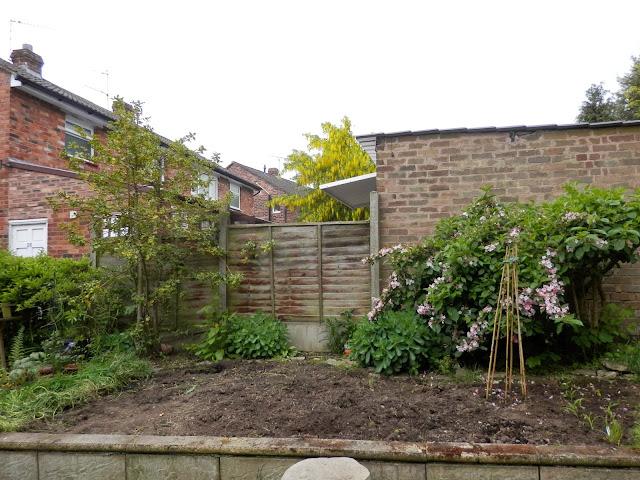 Garden bed secondhandsusie.blogspot.co.uk
