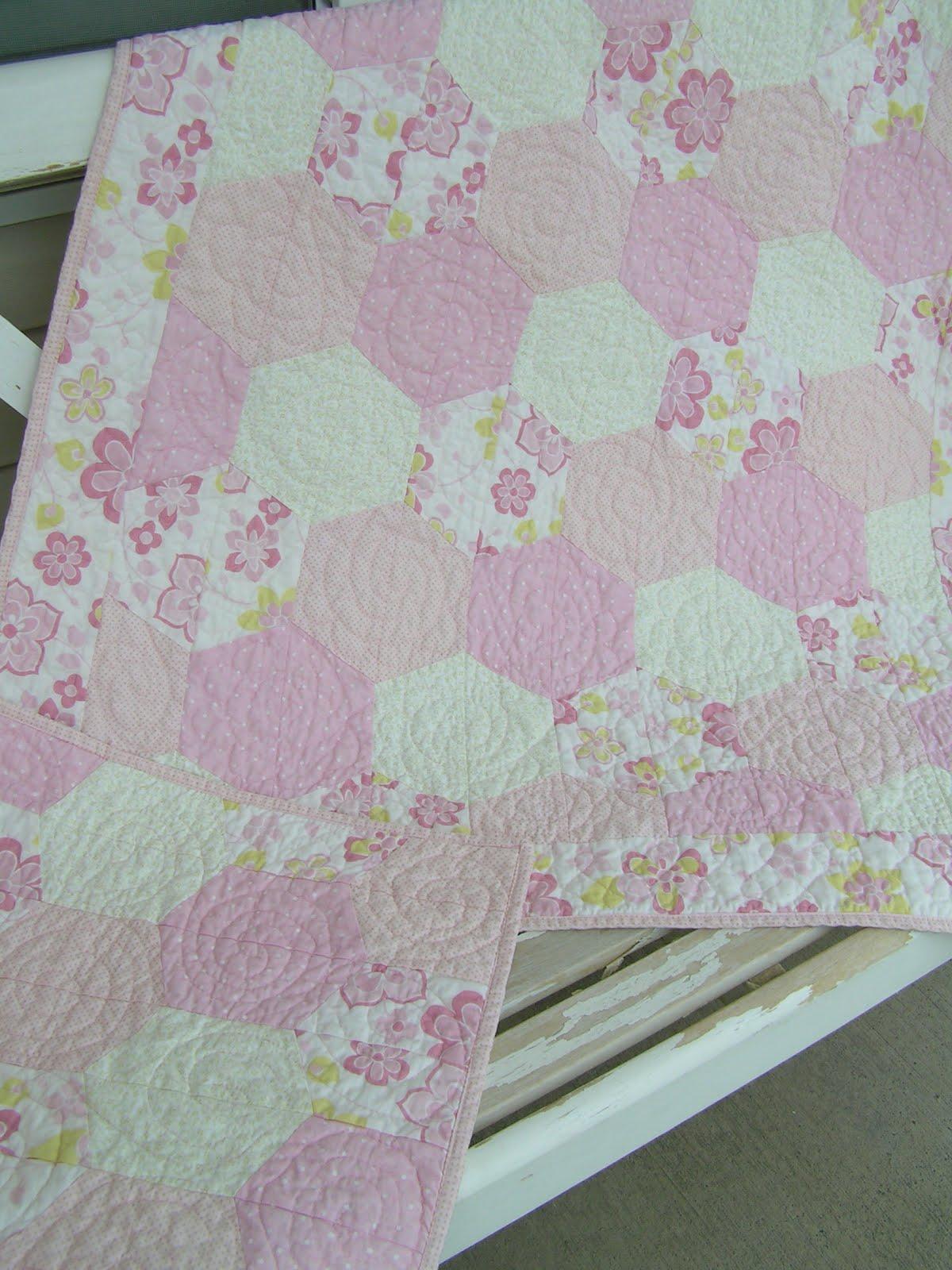 Tea Rose Home: Hexagon Baby Quilt : hexagon baby quilt - Adamdwight.com