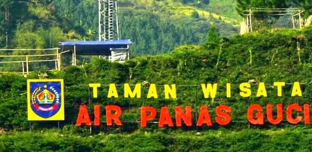Menikmati Air Hangat Diselimuti Panorama Alam Nan Indah