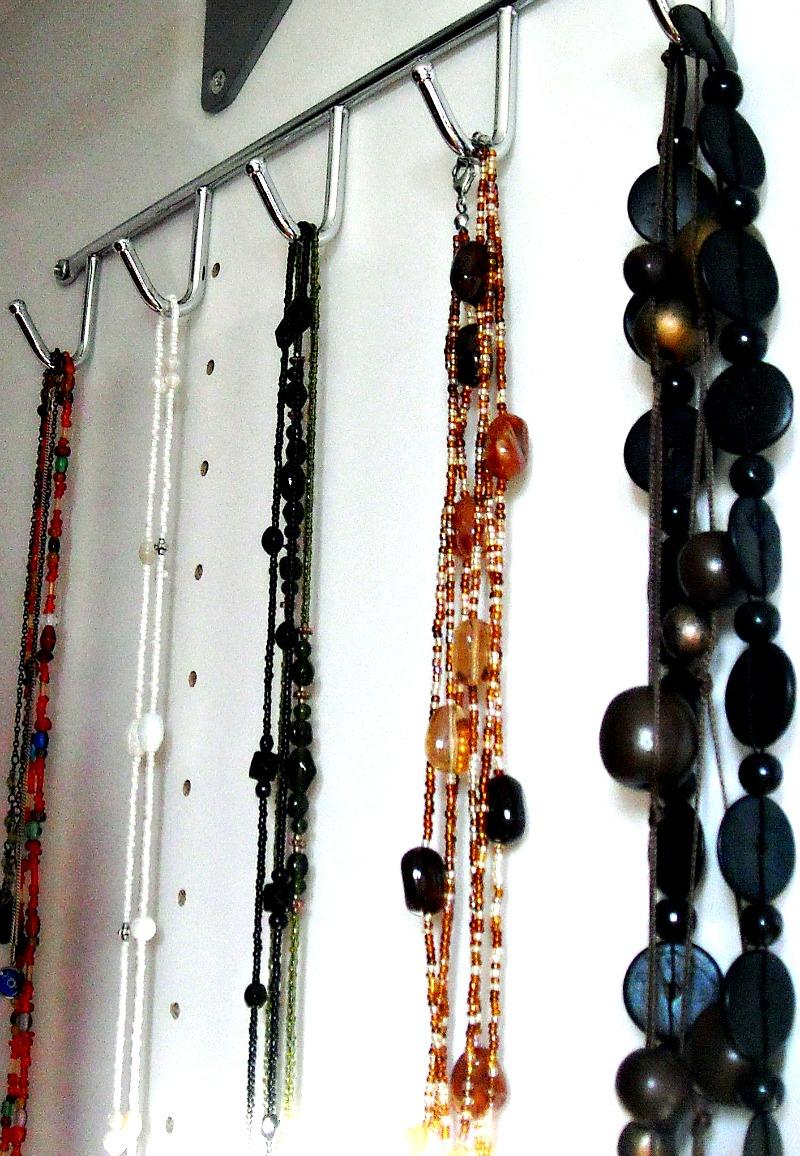 Obešalnik za ogrlice