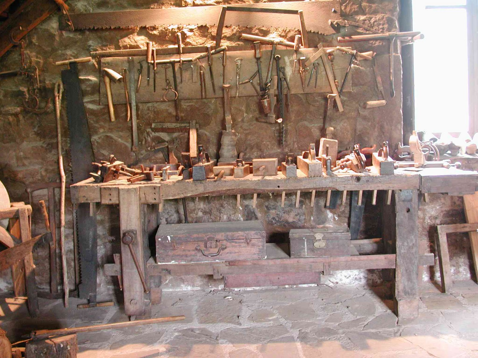 Homenaxe al campu asturianu los carpinteiros for Mesa de carpintero