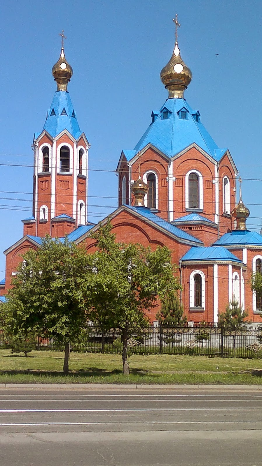 Собор Казанской Божией Матери в Комсомольске на Амуре - вид с проспекта Ленина