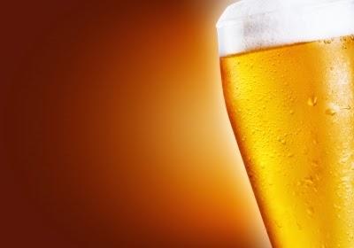 La diferencia caloríca entre cerveza con alcohol y sin alcohol para perder peso o mantenerlo.