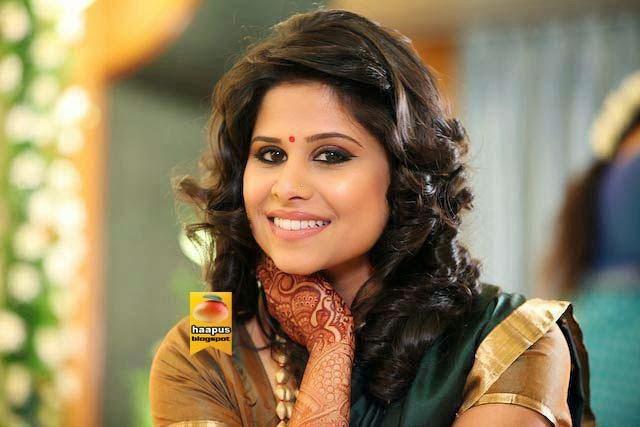 sai tamhankar beautiful pics in saree cute marathi