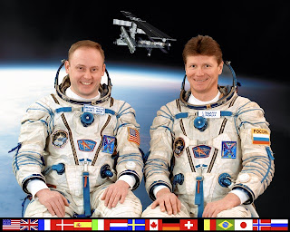 Official NASA Portrait of Mike Fincke and Gennady Padalka Expedition 9