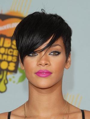 Rihanna taglio corto