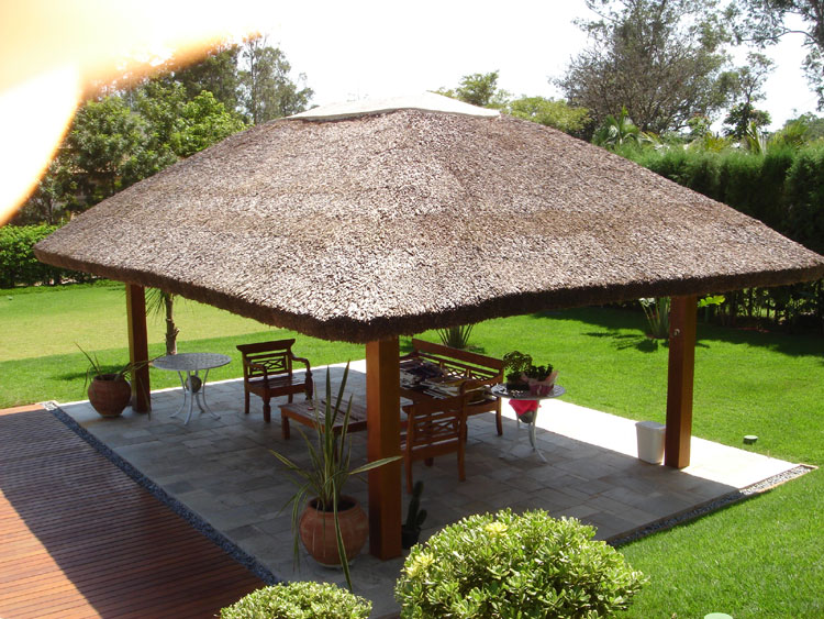 gazebo jardim madeira:Suzana Déa* Designer e Paisagista: decoração: área externa