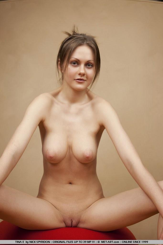 naked photos of anna faris