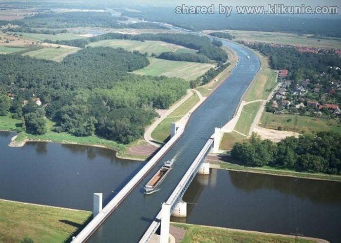 http://1.bp.blogspot.com/-2hXceeWSD2Q/TXWjt-xu3PI/AAAAAAAAQS8/EV3Ca4HIZDk/s1600/bridges_27.jpg