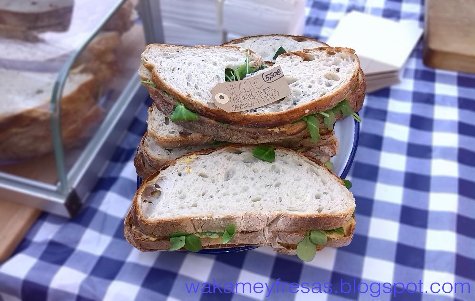 sándwich de canonigos y humus