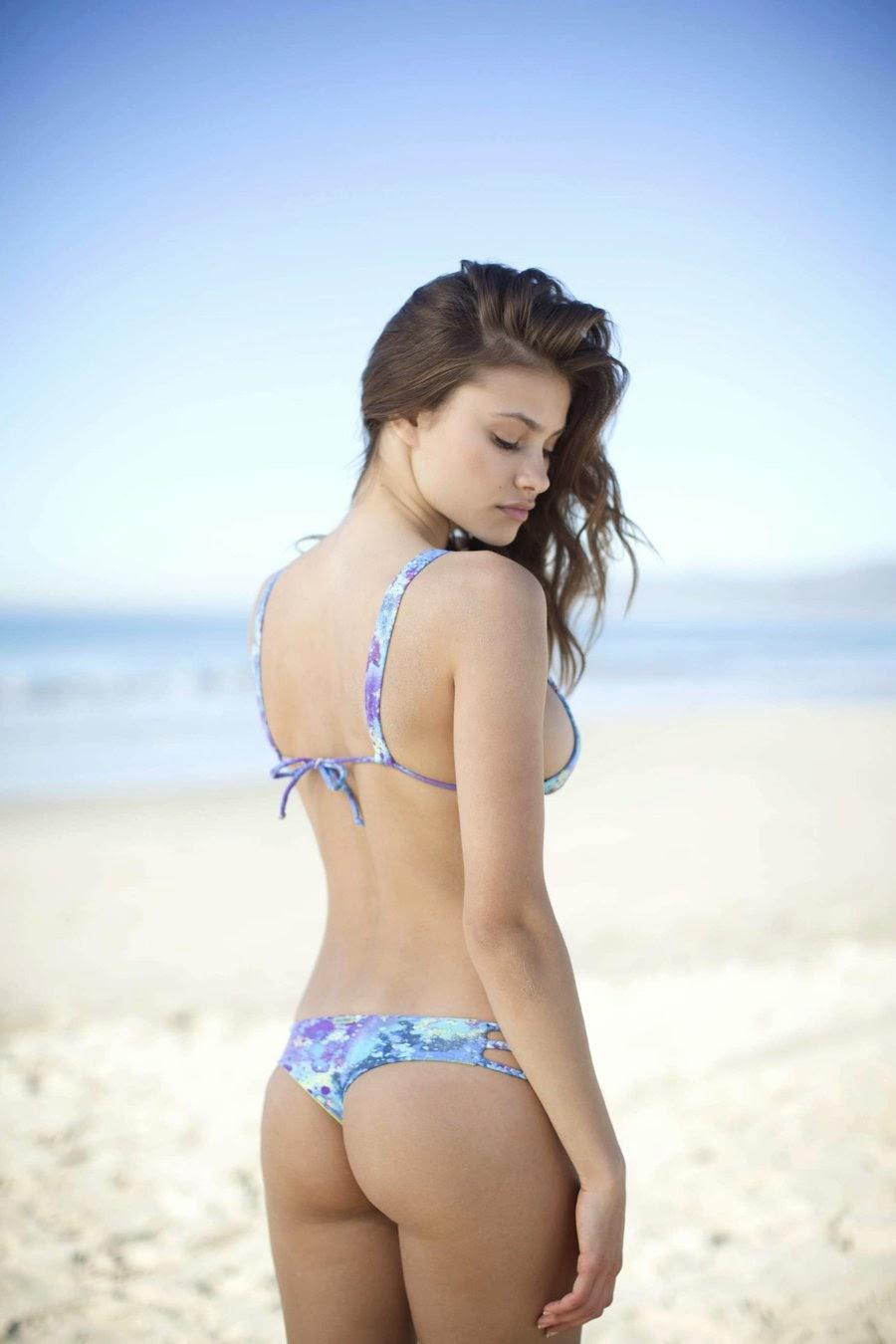 Yara Khmidan sexy bikini pics
