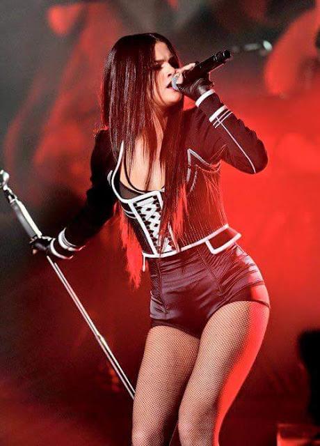 Selena Gomez canta sus nuevas canciones en el Jingle Ball (VIDEOS + FOTOS)