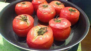 5.トマトの詰め物調理中2_料理教室風写真