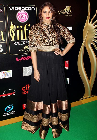 1816-Huma posed for the shutterbugs at IIFA Rocks