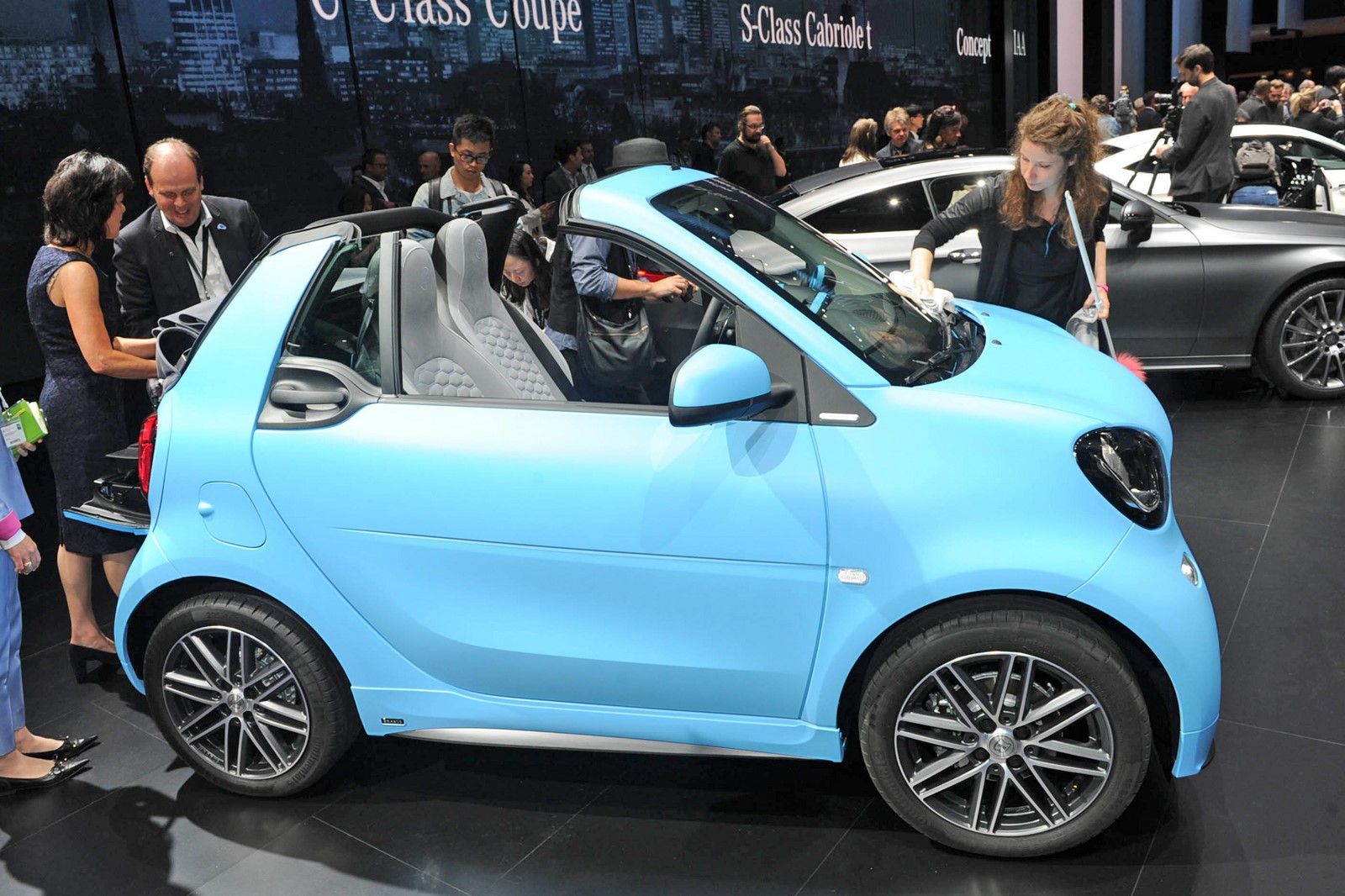 2016 smart fortwo cabrio at the frankfurt motor show live 2015 garage car. Black Bedroom Furniture Sets. Home Design Ideas
