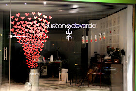i have a large glass window in my restaurant therefore i am thinking of doing this - Valentine Day Restaurant Ideas
