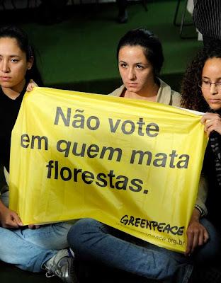 Desmatar é necessário, diz o Dr Moore,  Greenpeace age sem ciência e contra o bom senso.  Foto: ativistas contra Código Florestal